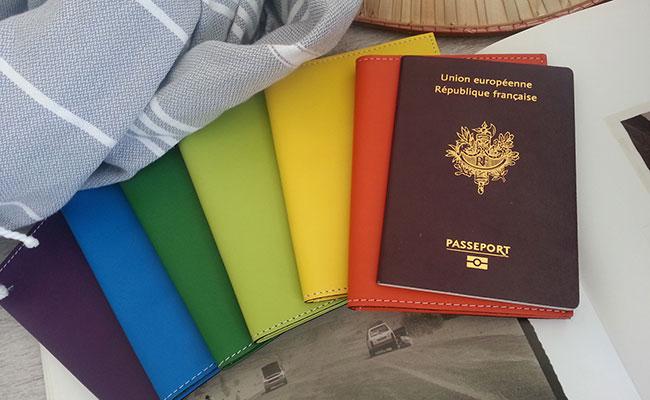 portefeuille homme mod le porte passeport cuir de couleur vert tropic portefeuille vert. Black Bedroom Furniture Sets. Home Design Ideas